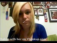 Blond Emma bate on webcam