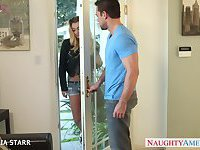 Gorgeous blonde Natalia Starr gives blowjob