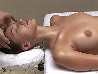 Anna gets a calm sensual oily massage