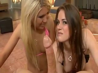 Two hot chicks do double blowjob