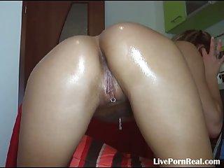See this girl masturbating really hard(5)