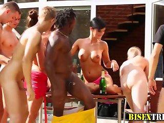 Bisex babe sucks dick