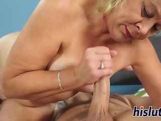 Milf has her pussy fucking